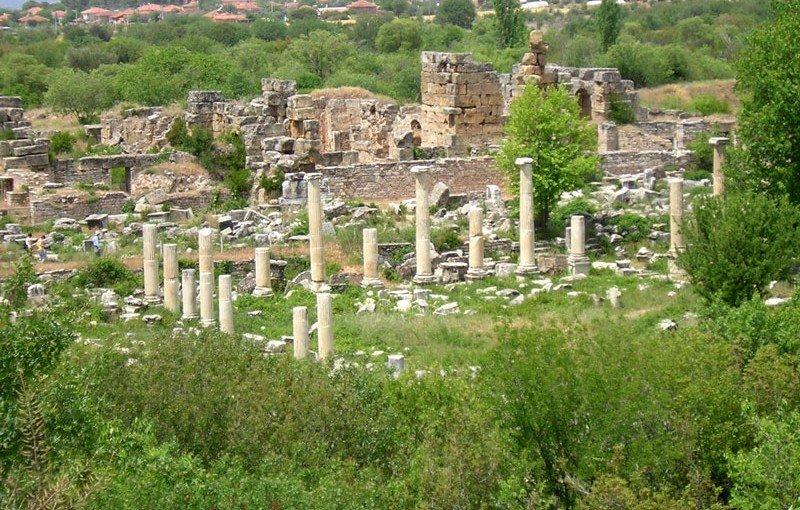 Tiberius Portikosu ve Agora Kapısı